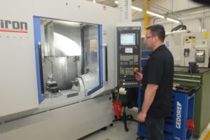 (Pic reference ETG – Bowmill PR 2) The Chiron FZ15FX has a basket tool changer.